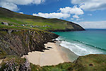 Ireland, County Kerry, The Dingle Peninsula: Slea Head, view over sandy beach and rugged coastline | Irland, County Kerry, Dingle Halbinsel, Slea Head
