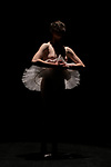 PAUL<br /> <br /> Chorégraphie, interprétation Léa Leclerc<br /> Lumière Alice Vogt<br /> Musique Balanescu Quartet Life and Death, Raptatek The Song Of Pirates<br /> Régie Franck Guerin<br /> Cadre : Festival Uzès Danse 2021 / CDCN La Maison Uzès Gard Occitanie<br /> Lieu : L'Ombrière<br /> Ville : Uzès<br /> Date : 13/06/2021