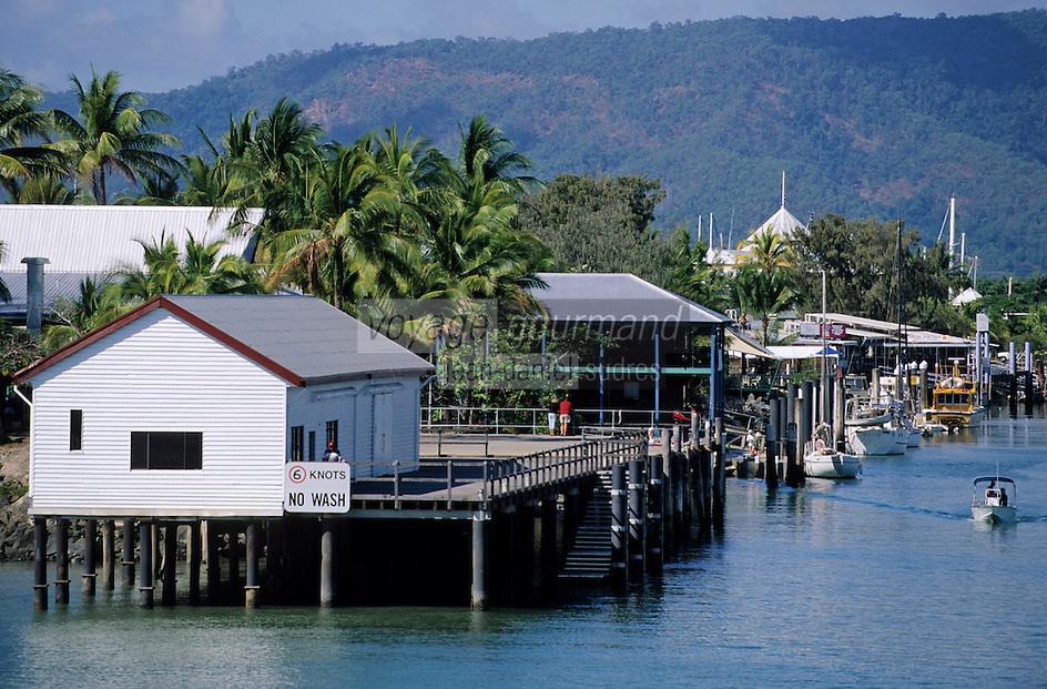Océanie/Australie/Queensland/Port Douglas: habitat traditionnel a l'entrée du port