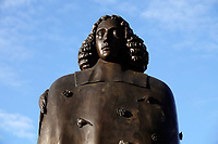 Nederland  Amsterdam  2020.   Beeld van Spinoza bij het Waterlooplein.    Foto : ANP/ HH / Berlinda van Dam