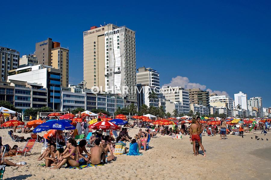 Banhistas na praia de Ipanema. Rio de Janeiro. 2008. Foto de Cris Berger.