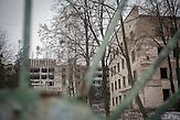 Inzwischen verlassenes ehemaliges Tuberkulose-Krankenhaus<br />der Stadt, ein riesiger Bau auf einer Anhöhe über Balti,<br />gespenstisch in einem wuchernden Dickicht aus Büschen und<br />inzwischen hoch gewachsenen Bäumen. Die jetzige Tuberkulose-<br />Abteilung des Krankenhaus ist längst wieder mit der gestiegenen<br />Anzahl an Patienten überfordert. // Moldova is still the poorest country of Europe. Hopes to join the European Union are high. After progress in the past years tuberculosis is on the rise again. The number of new patients raise since 2010 and is on a level that has not been reached since the late 90s.