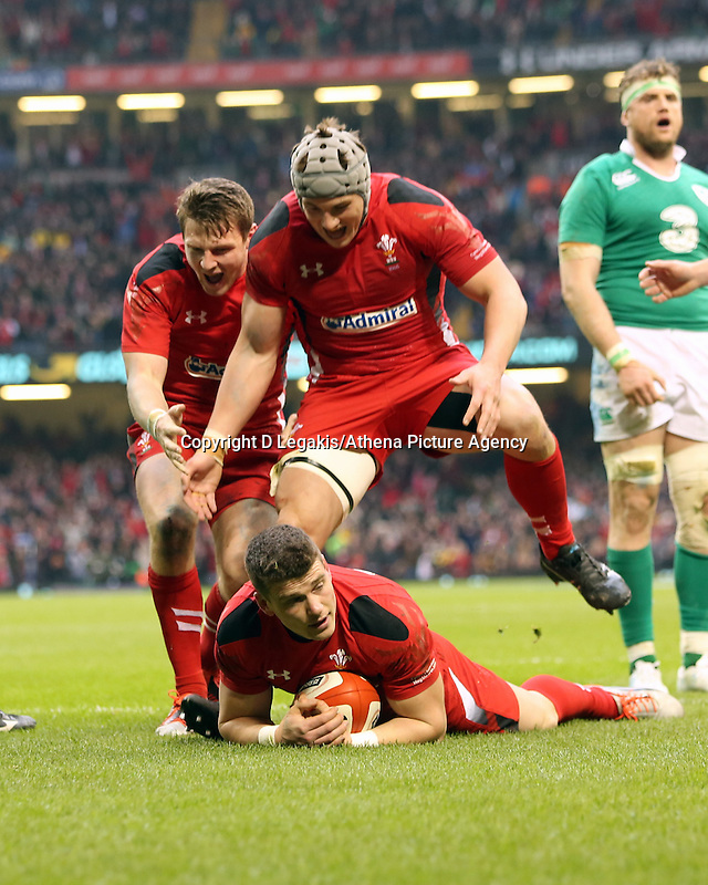 Pictured: Scott WIlliams of Wales scores a try, his team mates celebrate Saturday 14 March 2015<br /> Re: RBS Six Nations, Wales v Ireland at the Millennium Stadium, Cardiff, south Wales, UK.