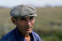 Europe/France/Pays de la Loire/85/Vendée/Env de Beauvoir-sur-Mer: Paludier<br />  <br /> PHOTO D'ARCHIVES // ARCHIVAL IMAGES<br /> FRANCE 1980