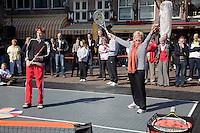 2-4-09, Alkmaar, Opening REAAL straattennis door Erica Terpstra
