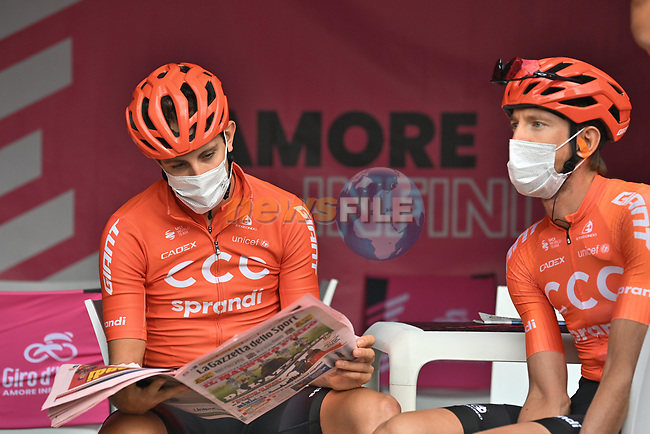 CCC Team catching up with the latest news at sign on before the start of Stage 5 of the 103rd edition of the Giro d'Italia 2020 running 225km from Mileto to Camigliatello Silano, Sicily, Italy. 7th October 2020.  <br /> Picture: LaPresse/Massimo Paolone | Cyclefile<br /> <br /> All photos usage must carry mandatory copyright credit (© Cyclefile | LaPresse/Massimo Paolone)