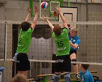 VT Marke Webis Wevelgem - Rembert Torhout : Thijs Claassen (midden) en Wout Florin (links) proberen Jop Vercruysse af te blokken.foto VDB / BART VANDENBROUCKE