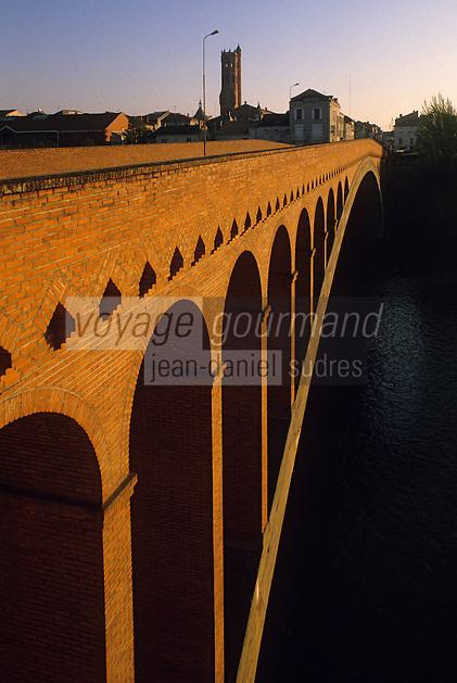 Europe/France/Aquitaine/47/Lot-et-Garonne/Villeneuve-sur-Lot : Pont Neuf et Eglise Sainte-Catherine