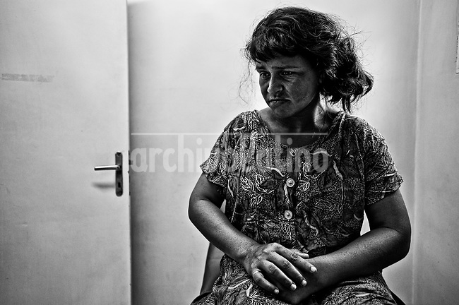 """A woman with mental retardation have problems with her pregnancy. The absence of medical records and the impossibility of undergoing some force her to wait for hours for the doctors to """"see what happens ..."""" - .Una mujer con retraso mental tiene problemas con su embarazo. La ausencia de fichas médicas y la imposibilidad de realizarle estudios hace que tenga que esperar durante horas, para que los medicos """"vean qué sucede..."""" Paraguay is along with Haiti, the country with more babies death during their delivery. The country also leads the statistics of young mothers.On the other side, ilegal abortion is the main cause of death of women under 19 years old."""