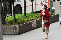 ATENCAO EDITOR: FOTO EMBARGADA PARA VEICULOS INTERNACIONAIS. SAO PAULO, SP, 14 DE NOVEMBRO DE 2012 - Paulistano vive manha de baixas temperaturas e tempo nublado na regiao central da capital, nesta quarta feira, 14, vespera de feriado.  FOTO: ALEXANDRE MOREIRA - BRAZIL PHOTO PRESS.