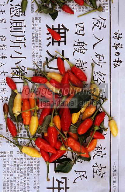 Asie/Malaisie/Bornéo/Sarawak/Kuching: Détail d'un étal de piments rouges et jaunes sur le marché