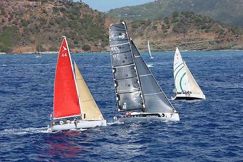 Michael Kleinjans' Open 40 slices through between two Figaro 2