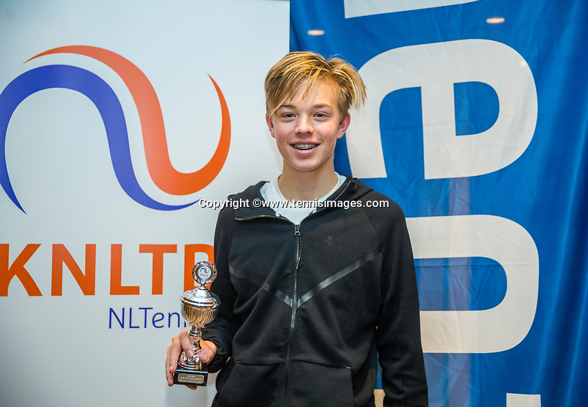 Hilversum, Netherlands, December 3, 2017, Winter Youth Circuit Masters, 12,14,and 16, years, prizegiving 16 years<br /> ,6 th place boys : JLiam Liles<br /> Photo: Tennisimages/Henk Koster