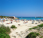 Spain, Balearic Islands, Menorca, near Binibeca Vell: Cala Binibeca | Spanien, Balearen, Menorca, bei Binibèquer Vell (Binibeca Vell): Cala Binibèquer (Playa de Binibeca)
