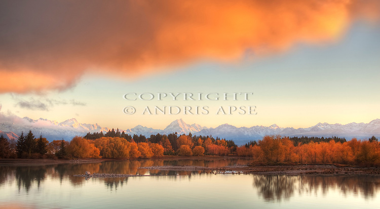 Lake Pukaki and Mount Cook in Autumn in the Mackenzie Country. Canterbury Region. New Zealand.