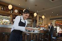 Europe/fFrance/Aquitaine/33/Gironde/Pauillac: Restaurant Café Lavinal au hameau de Bages  Service du petit-déjeuner [Non destiné à un usage publicitaire - Not intended for an advertising use]