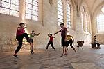 Grand mess<br /> <br /> Choreography: Clèmence Baubant<br /> Music composition: Erika Vega<br /> Place: Fondation Royaumont - Réfectoire des moines<br /> Date : 30/08/2019<br /> Musiciens: Lou Renaud-Bailly (percussion) and Morgane De Lafforest (cello)<br /> Dancers: Marie Albert, Eve Bouchelot, Victor Brecard, Hugues Rondepierre, Marion Jousseaume