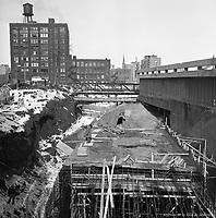 Travaux à la station de métro Place des Arts (Ontario / Saint-Urbain). - 5 mars 1964.