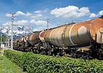 Austria, Tyrol, Kitzbuehel: freight train with tank car passing Kitzbuehel train station, at background summits of Wilder Kaiser mountains | Oesterreich, Tirol, Kitzbuehel: Gueterzug mit Kesselwagen passiert den Kitzbueheler Bahnhof, im Hintergrund der Wilde Kaiser