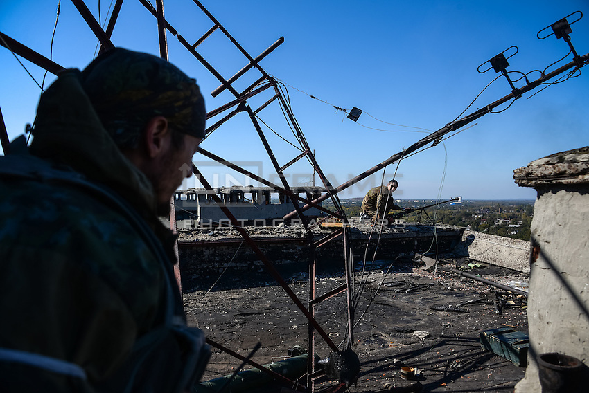 Pro-Russian rebels setup their fire position on the roof of an apartment building in Donetsk, Eastern Ukraine.