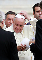 Papa Francesco scambia la sua papalina con quella offertagli da alcuni fedeli al termine dell'udienza generale del mercoledi' in Piazza San Pietro, Citta' del Vaticano, 15 ottobre 2014.<br /> Pope Francis exchanges his skull cap with faithful at the end of his weekly general audience in St. Peter's Square at the Vatican, 15 October 2014.<br /> UPDATE IMAGES PRESS/Isabella Bonotto<br /> <br /> STRICTLY ONLY FOR EDITORIAL USE