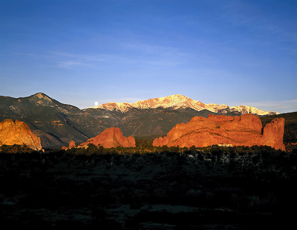Sunrise with full moon and Pikes Peak, Garden of the Gods State Park, Colorado Springs, Colorado, USA.