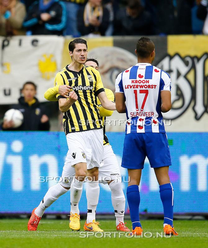 Nederland, Arnhem, 31 mei 2015<br /> Seizoen 2014-2015<br /> Play-offs voor voorronde Europa League<br /> Vitesse-SC Heerenveen (5-2)<br /> Marko Vejinovic van Vitesse balt zijn vuisten nadat hij een doelpunt heeft gemaakt. Spelers van sc Heerenven balen. Met Luciano Slagveer