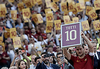Calcio, Serie A: Roma, stadio Olimpico, 28 maggio 2017.<br /> AS Roma's Francesco Totti holds a framed Number 10 during a ceremony to celebrate his last match with AS Roma after the Italian Serie A football match between AS Roma and Genoa at Rome's Olympic stadium, May 28, 2017.<br /> Francesco Totti's final match with Roma after a 25-season career with his hometown club.<br /> UPDATE IMAGES PRESS/Isabella Bonotto