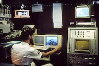 - Italian Navy, meteorological center on Garibaldi aircraft carrier....- Marina militare italiana, centrale meteorologica a bordo della portaerei Garibaldi