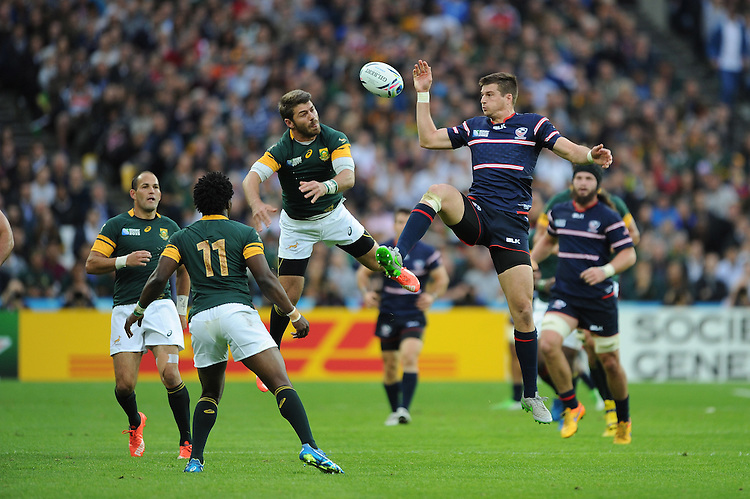 07 October 2015: Brett Thompson of USA and Willie le Roux of South Africa compete for the high ball during Match 31 of the Rugby World Cup 2015 between South Africa and USA - Queen Elizabeth Olympic Park, London, England (Photo by Rob Munro/CSM)
