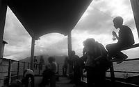 02.2010  Coroico (Bolivia)<br /> <br /> Jeunes gens du village de Coroico sous un abris.<br /> <br /> Young people of Coroico in a shelter.