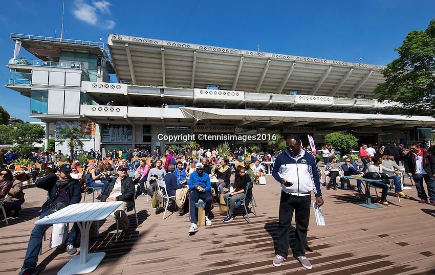 Paris, France, 25 June, 2016, Tennis, Roland Garros,  ambiance, court Central Philippe Chatrier<br /> Photo: Henk Koster/tennisimages.com