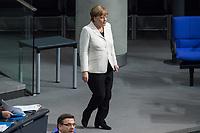 19. Sitzung des Deutschen Bundestag am Mittwoch den 14. Maerz 2018.<br /> Nachdem Angela Merkel zum vierten Mal in Folge zur Bundeskanzlerin gewaehlt wurde, kamen nach ihrer Ernennung durch den Bundespraesidenten die neuen Ministerinnen und Minster in den Bundestag.<br /> Im Bild: Bundeskanzlerin Angela Merkel betritt den Plenarsaal.<br /> 14.3.2018, Berlin<br /> Copyright: Christian-Ditsch.de<br /> [Inhaltsveraendernde Manipulation des Fotos nur nach ausdruecklicher Genehmigung des Fotografen. Vereinbarungen ueber Abtretung von Persoenlichkeitsrechten/Model Release der abgebildeten Person/Personen liegen nicht vor. NO MODEL RELEASE! Nur fuer Redaktionelle Zwecke. Don't publish without copyright Christian-Ditsch.de, Veroeffentlichung nur mit Fotografennennung, sowie gegen Honorar, MwSt. und Beleg. Konto: I N G - D i B a, IBAN DE58500105175400192269, BIC INGDDEFFXXX, Kontakt: post@christian-ditsch.de<br /> Bei der Bearbeitung der Dateiinformationen darf die Urheberkennzeichnung in den EXIF- und  IPTC-Daten nicht entfernt werden, diese sind in digitalen Medien nach §95c UrhG rechtlich geschuetzt. Der Urhebervermerk wird gemaess §13 UrhG verlangt.]