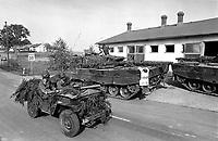 - Franco-German bilateral military exercise in Bavaria, French paratroopers on Jeep cross a column of German Leopard 2 tanks, September 1987<br /> <br /> - Esercitazione militare bilaterale franco-tedesca in Baviera, paracadutisti francesi su Jeep incrociano una colonna di carri armati tedeschi Leopard 2, Settembre 1987