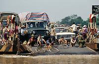 Fähre über den Song Duong in Thai Binh, Vietnam