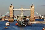 United Kingdom, London: Tower Bridge and HMS Belfast on the River Thames | Grossbritannien, England, London: Tower Bridge und Kriegsschiff HMS Belfast auf der Themse