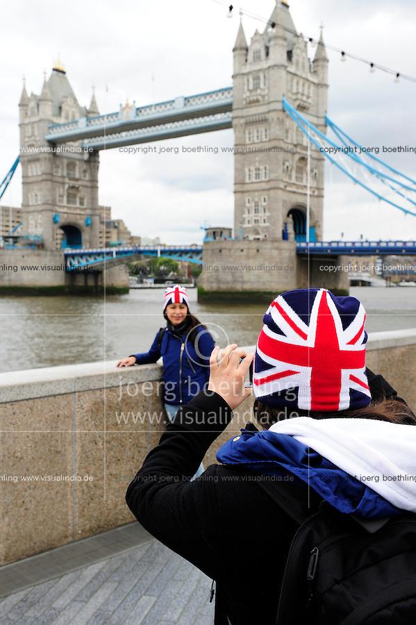 GREAT BRITAIN, London, Tower bridge and  Union Jack flag / GROSSBRITANNIEN, London, Tower bridge und  britische Flagge