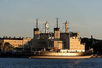 Eisbrecher an der Pier, Helsinki, Finnland