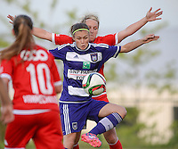 20160520 - TUBIZE , BELGIUM : Anderlecht's Anaelle Wiard pictured with Standard's Julie Gregoire (behind) during a soccer match between the women teams of RSC Anderlecht and Standard Femina de Liege , during the sixth and last matchday in the SUPERLEAGUE Playoff 1 , Friday 20 May 2016 . PHOTO SPORTPIX.BE / DAVID CATRY