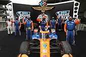 #9: Scott Dixon, Chip Ganassi Racing Honda, and crew celebrate in victory lane
