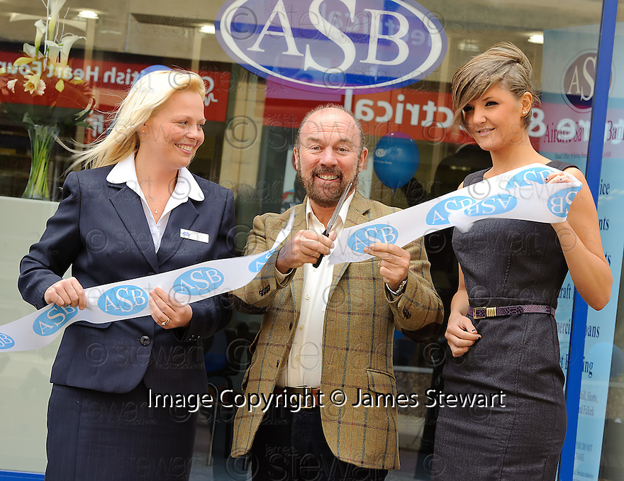 SIR BRIAN SOUTER IS HELPED BY BRANCH MANAGER SHIRLEY REID (LEFT) AND CLERICAL OFFICER NICOLE PATERSON AS HE OFFICIALLY OPENS THE NEW AIRDRIE SAVINGS BANK IN FALKIRK. <br /> <br /> THE BRANCH IS THE FIRST TO BE OPENED OUTSIDE THE UK'S ONLY INDEPENDENT BANK'S TRADITIONAL LANARKSHIRE BASE.