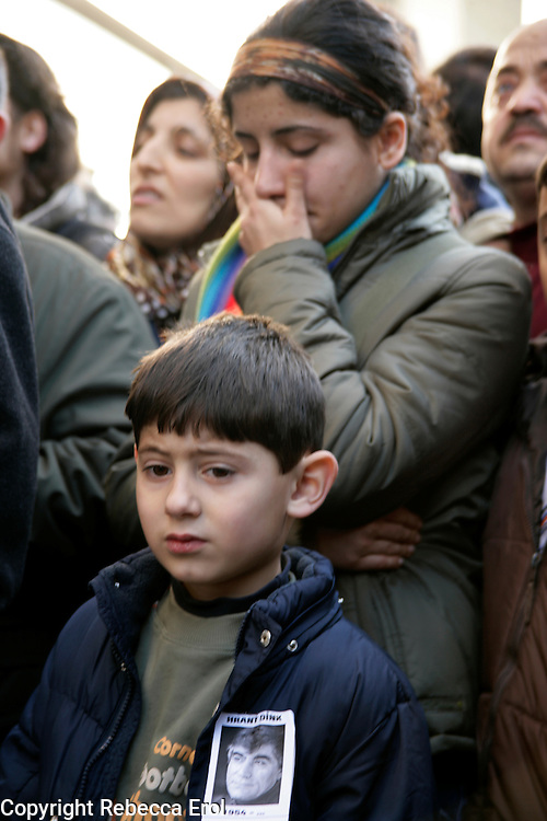 Mourners at the site of Armenian journalist Hrant Dink's shooting, Istanbul, Turkey, January 2007