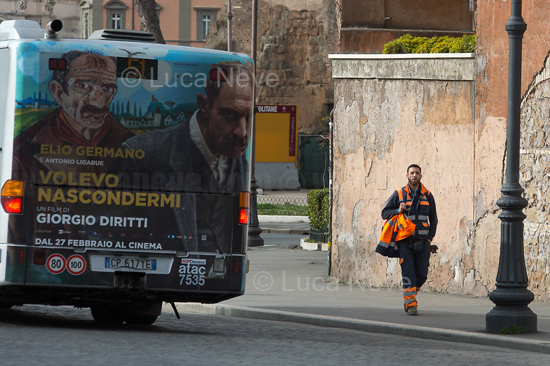 Metro and Public Transports: working.<br />
