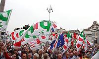 Manifestazione di chiusura della campagna elettorale del Partito Democratico per le elezioni europee, a Roma, 22 maggio 2014.<br /> Democratic Party's electoral campaign closing rally for the upcoming European elections, in Rome, 22 May 2014.<br /> UPDATE IMAGES PRESS/Isabella Bonotto