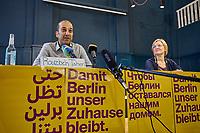 """Pressekonferenz der Initiative """"Deutsche Wohnen und Co. enteignen"""" am Montag den 27. September 2021 in Berlin zum Wahlergebnis der Volksabstimmung, bei der 56,4% (1.034.709 Stimmen) der abgegebenen Stimmen sich fuer eine Vergesellschaftung der grossen Immobilienkonzerne wie Deutsche Wohnen oder Vonovia ausgesprochen haben. Nur 39% (715.214 Stimmen) stimmten dagegen.<br /> Im Bild vlnr. Sprecher und Mitglieder des Presseteam der Kampagne: Rouzbeh Taheri und Evelyn Linde.<br /> 27.9.2021, Berlin<br /> Copyright: Christian-Ditsch.de"""