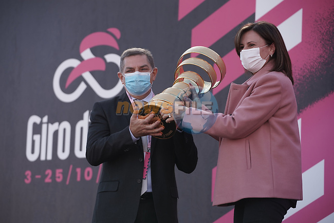 The Trofeo Senza Fine at sign on before the start of Stage 11 of the 103rd edition of the Giro d'Italia 2020 running 182km from Porto Sant'Elpidio to Rimini, Italy. 14th October 2020.  <br /> Picture: LaPresse/Gian Mattia D'Alberto | Cyclefile<br /> <br /> All photos usage must carry mandatory copyright credit (© Cyclefile | LaPresse/Gian Mattia D'Alberto)
