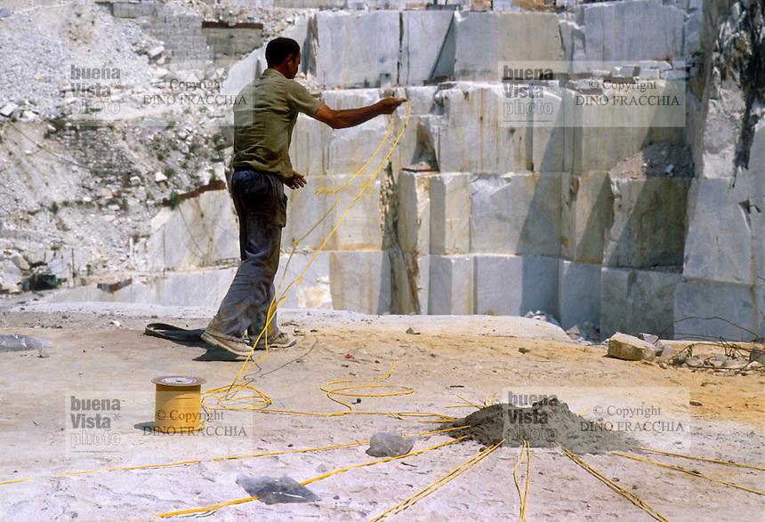 - marble quarries, preparation of a mine....- cave di marmo, preparazione di una mina