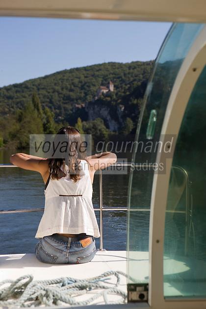 Europe/France/Midi-Pyrénées/46/Lot/Saint-Cirq-Lapopie: Navigation fluviale sur la vallée du Lot à    Auto N°: 2008-213  Auto N°: 2008-217