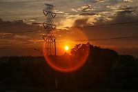MAUA, SP, 23.10.2013 - CLIMA TEMPO - Por do sol visto a partida da cidade de Maua no ABC Paulista, nesta quarta-feira, 23. (Foto: William Volcov / Brazil Photo Press).