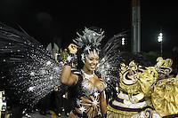 SÃO PAULO, SP, 15.02.2015  CARNAVAL 2015  SÃO PAULO  GRUPO ESPECIAL / VAI VAI  Camila Silva rainha de bateria da escola de samba Vai Vai durante concentração do grupo especial do Carnaval de São Paulo, na madrugada deste domingo, (15). (Foto: Marcos Moraes/ Brazil Photo Press).
